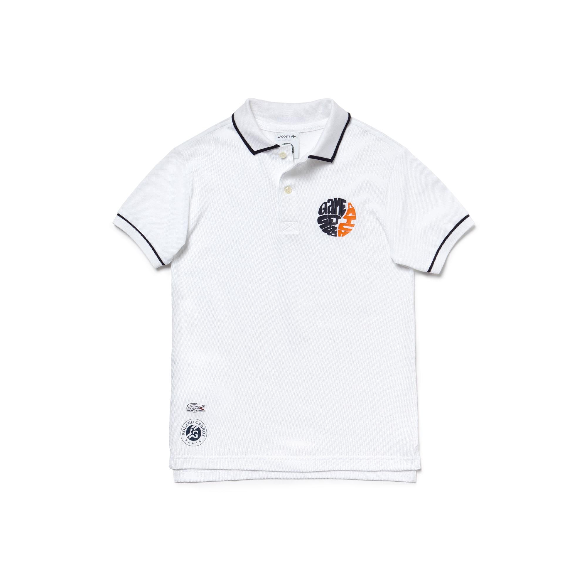 قميص بولو للأولاد من لاكوست سبورت ضمن مجموعة رولان جاروس بخامة بيتي بيكيه