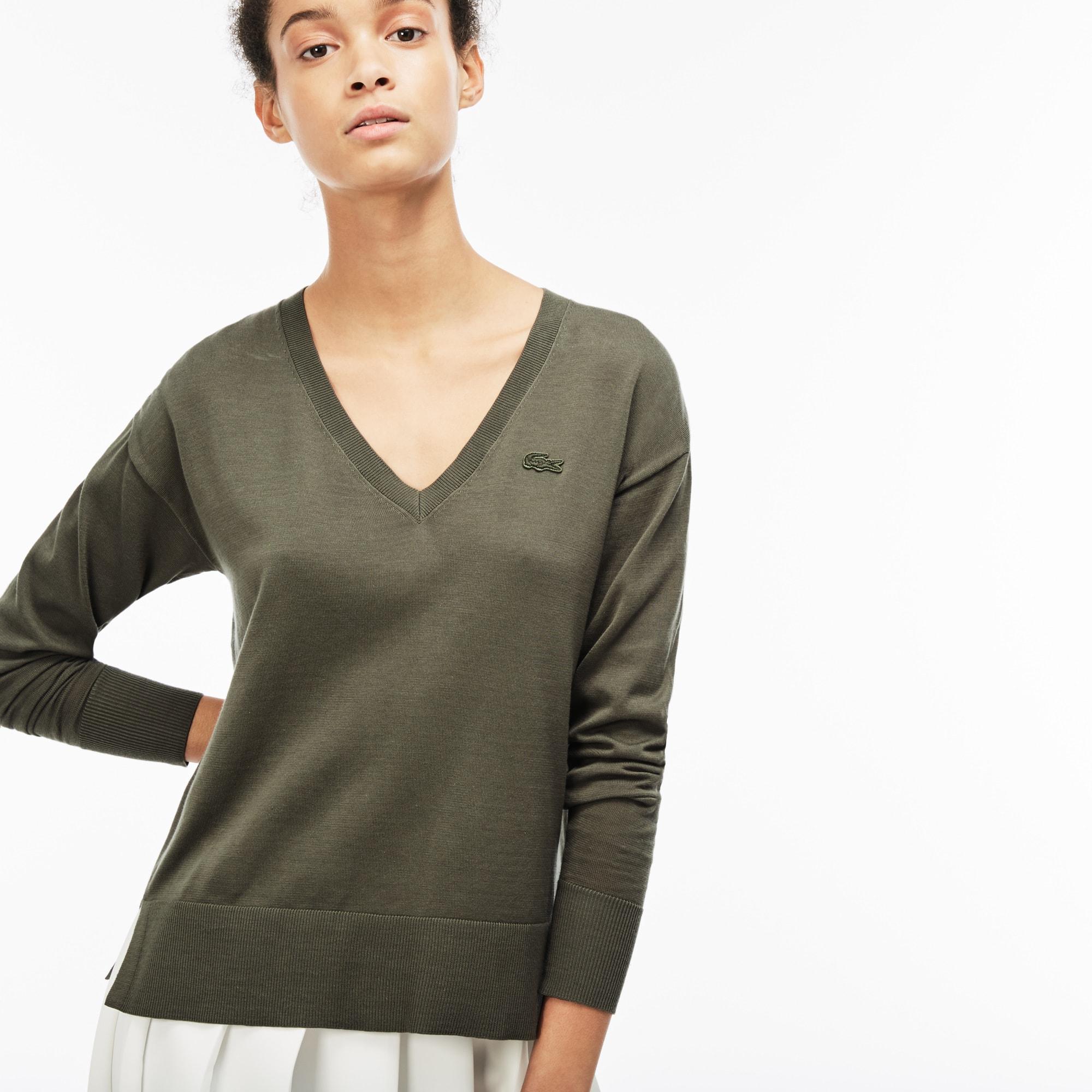 قميص نسائي مع ياقة V من جيرسيه قطنيّ