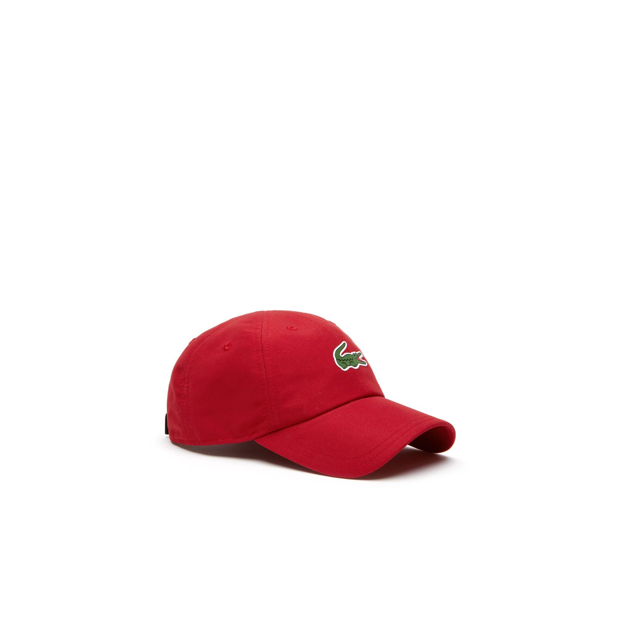 قبعة خاصة برياضة التنس، محاكة من الألياف الصغيرة للغاية ومزدانة بعلامة التمساح من مجموعةLacoste SPORT Tennis للرجال