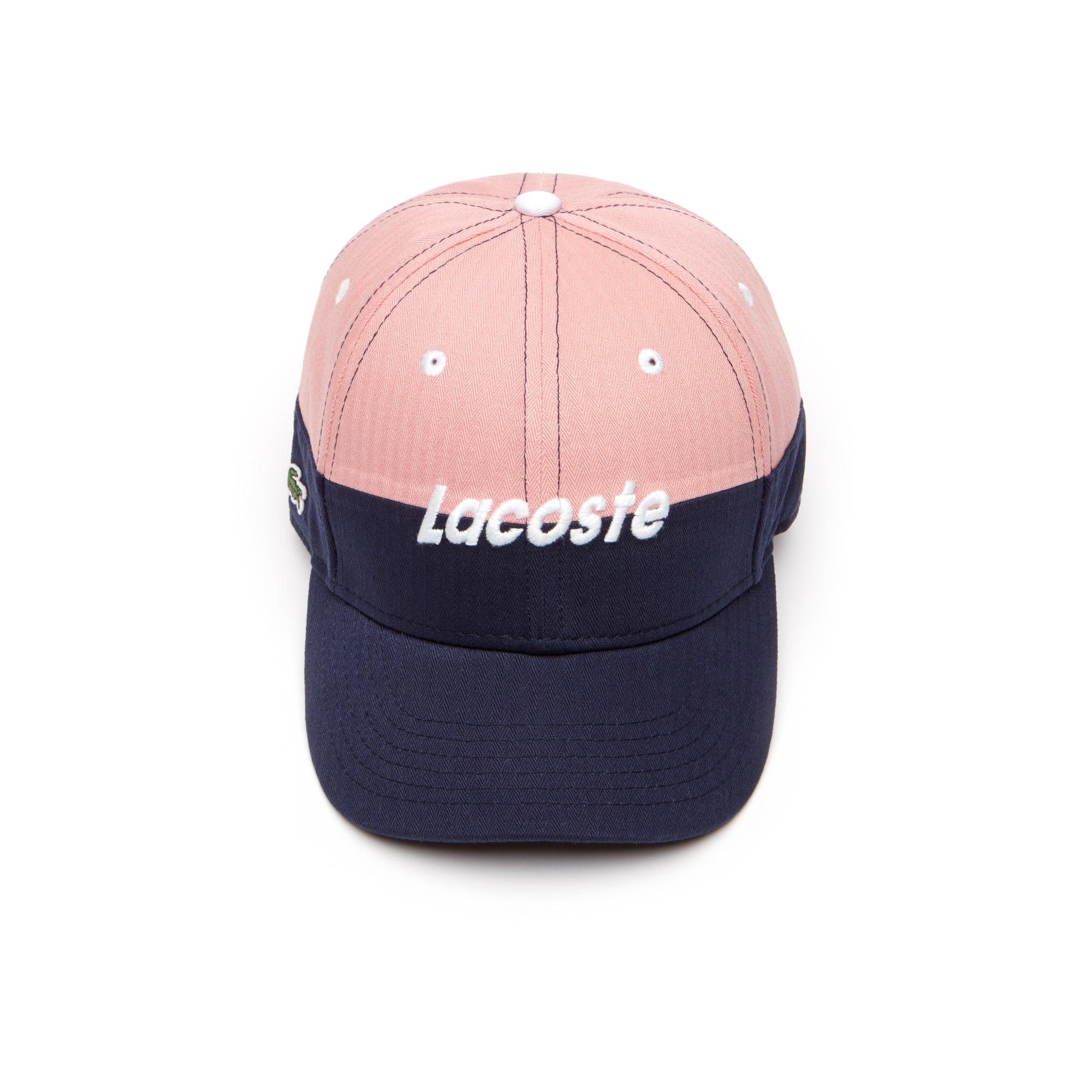 قبعة مُصنَّعة من الجبردين ثنائية اللون مزدانة بأحرف العلامة التجارية Lacoste للصبيان.