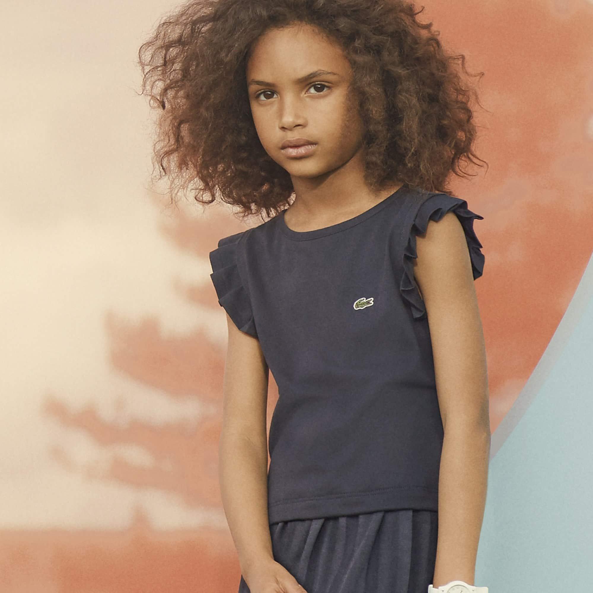 Camiseta Feminina Infantil em Jérsei com Gola Redonda e Babado nos Ombros