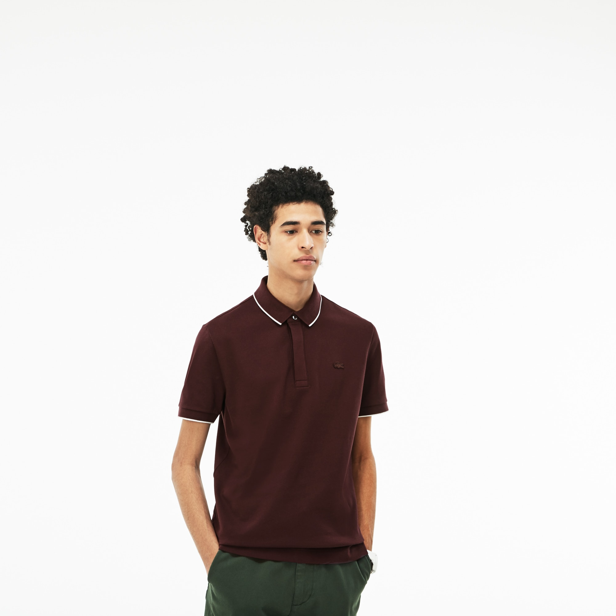 Polo regular fit Lacoste en piqué stretch uni avec piping