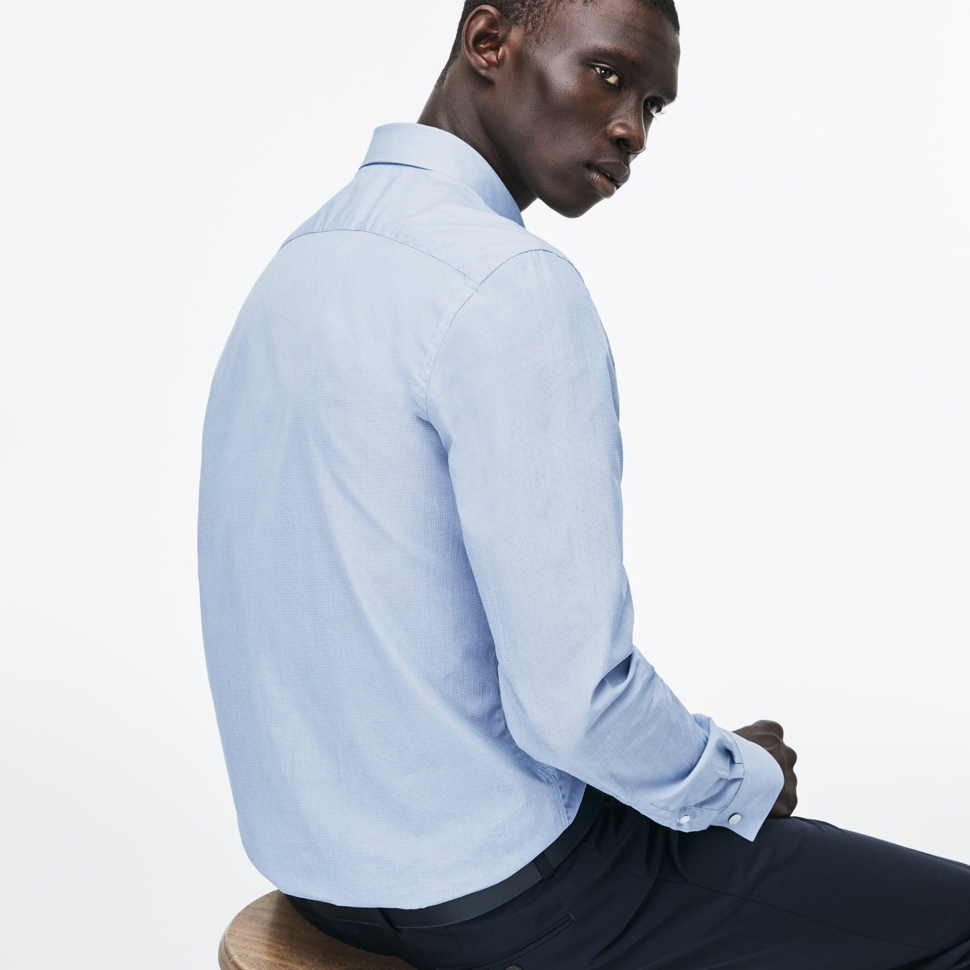 Artikel klicken und genauer betrachten! - Mit diesem Popeline Hemd mit dezentem aufgesticktem Krokodil bleiben Sie schlicht. Das minimalistische Teil passt perfekt zu Chinohosen. | im Online Shop kaufen