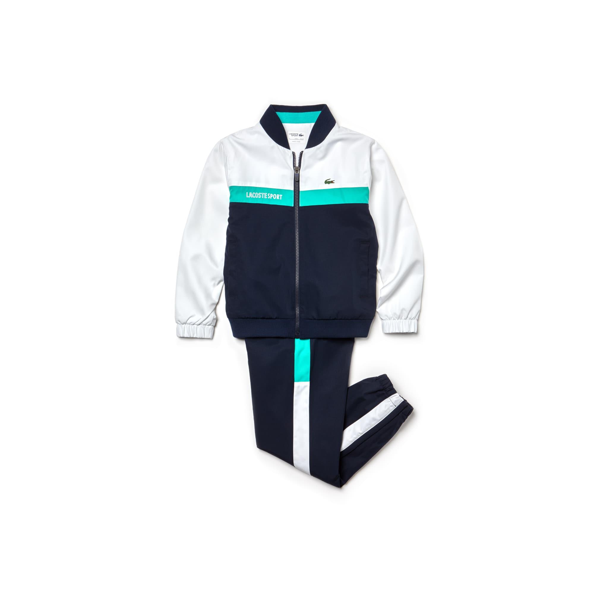 Artikel klicken und genauer betrachten! - Colorblock Streifen und Kontrast-Einsätze schmücken diesen glänzenden Taft-Trainingsanzug. Von der Bomber-Jacke inspiriert, mit LACOSTE SPORT Schriftzug. | im Online Shop kaufen