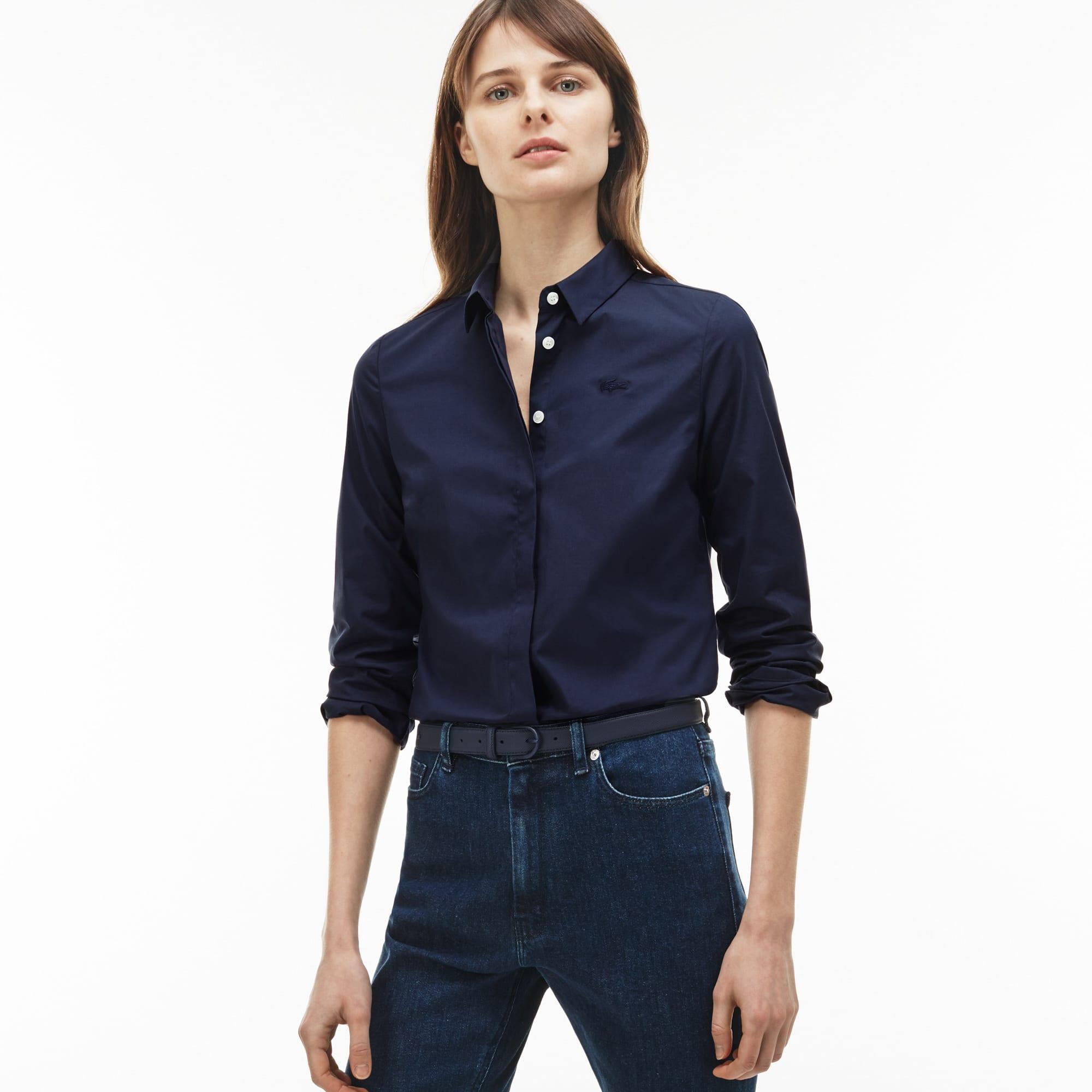 Artikel klicken und genauer betrachten! - Bequeme Baumwoll-Popeline und ein schlanker Schnitt vereinen sich zur perfekten Bluse für jeden Wochentag. Tragen Sie dazu eine Ledertasche der Kollektion. | im Online Shop kaufen