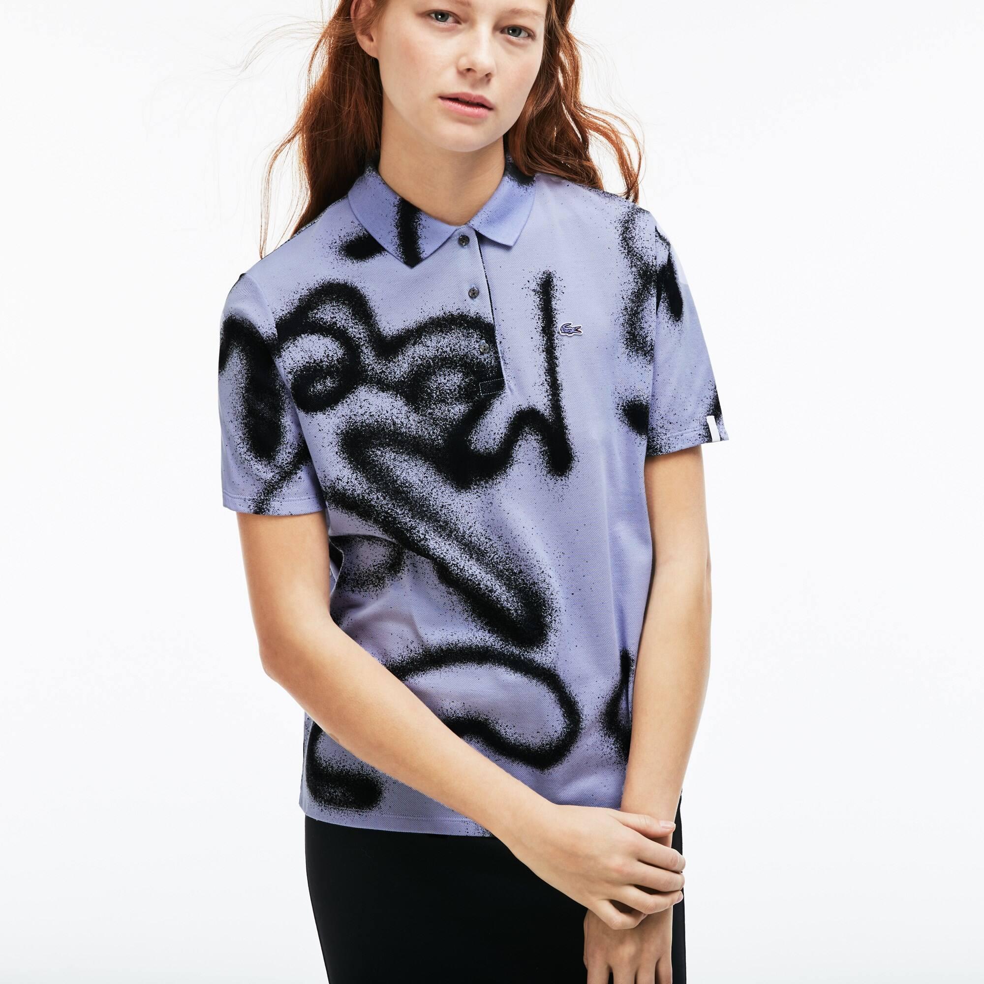 Damen LACOSTE LIVE Poloshirt mit Print und Mini-Piqué