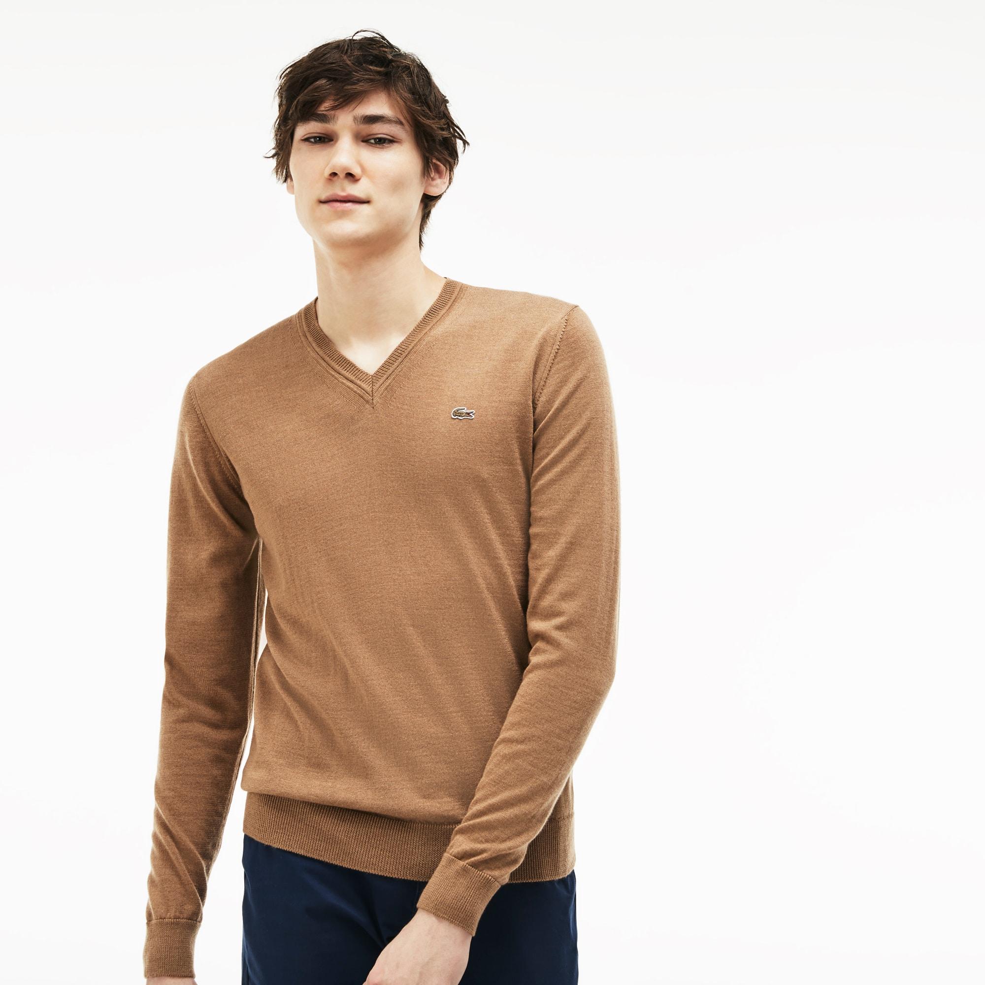 Jersey de hombre en tejido de punto de lana con cuello de pico