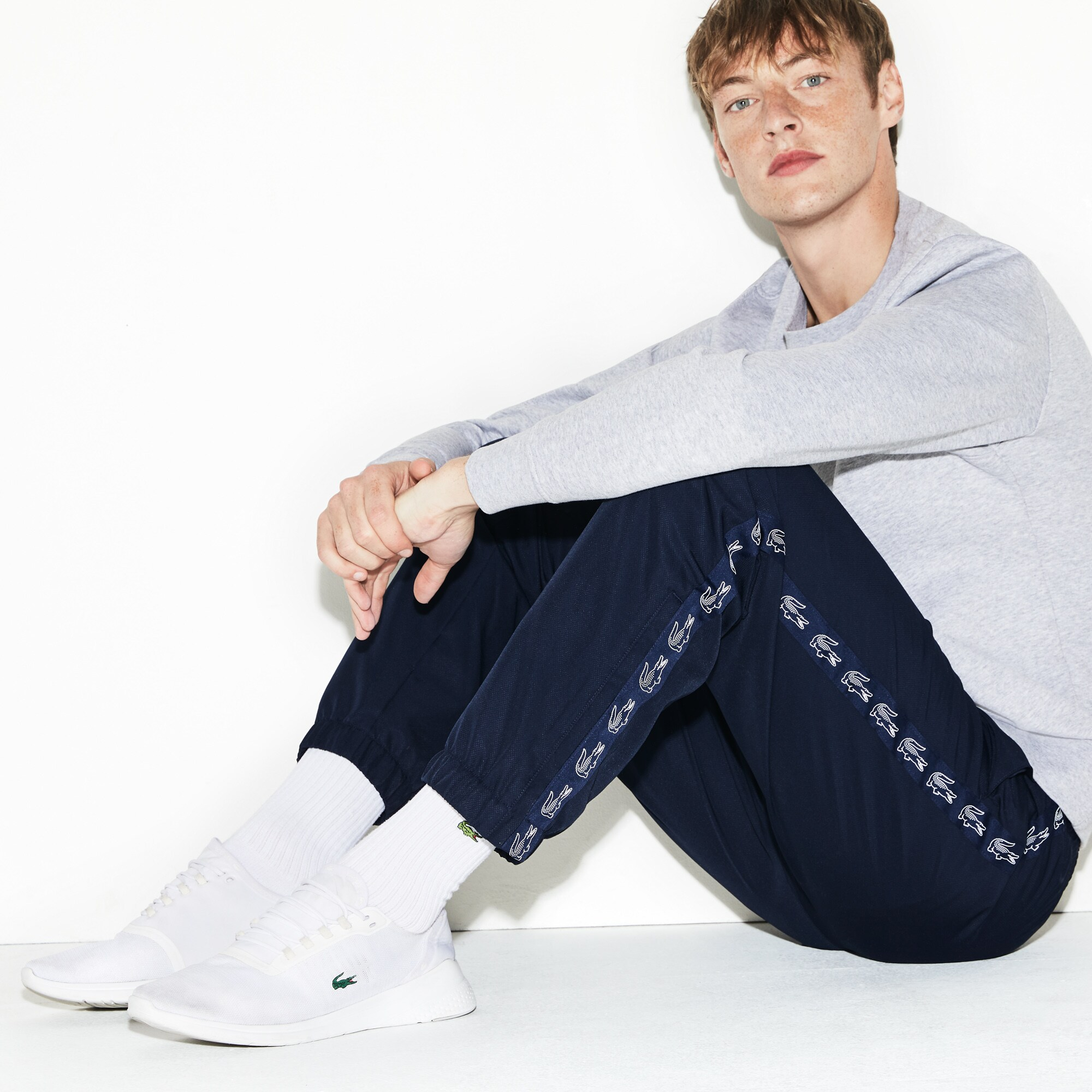 deb0a081ef Pantalon de survêtement Tennis Lacoste SPORT avec bande crocodiles ...