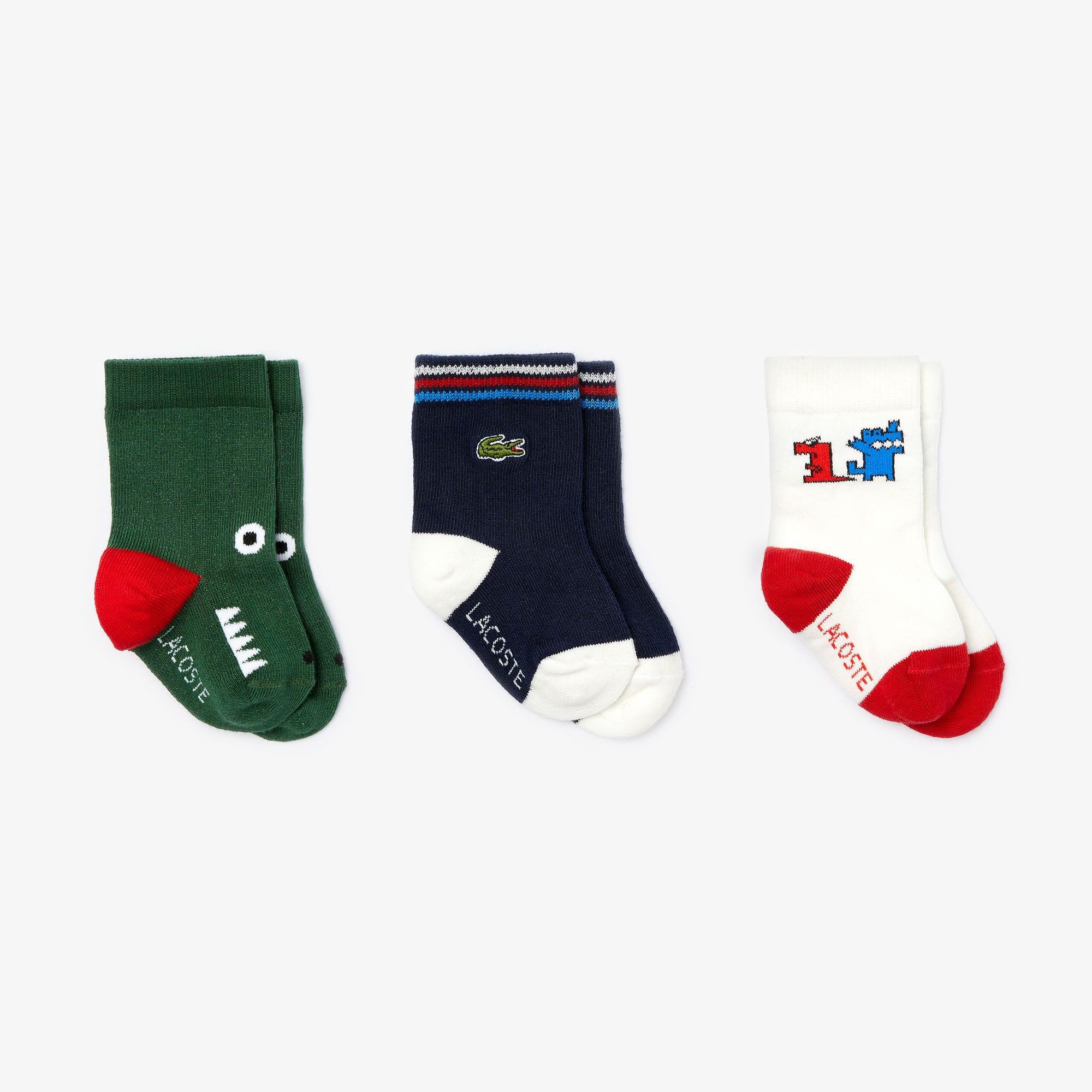 Cofre regalo de bebé con tres pares de divertidos calcetines