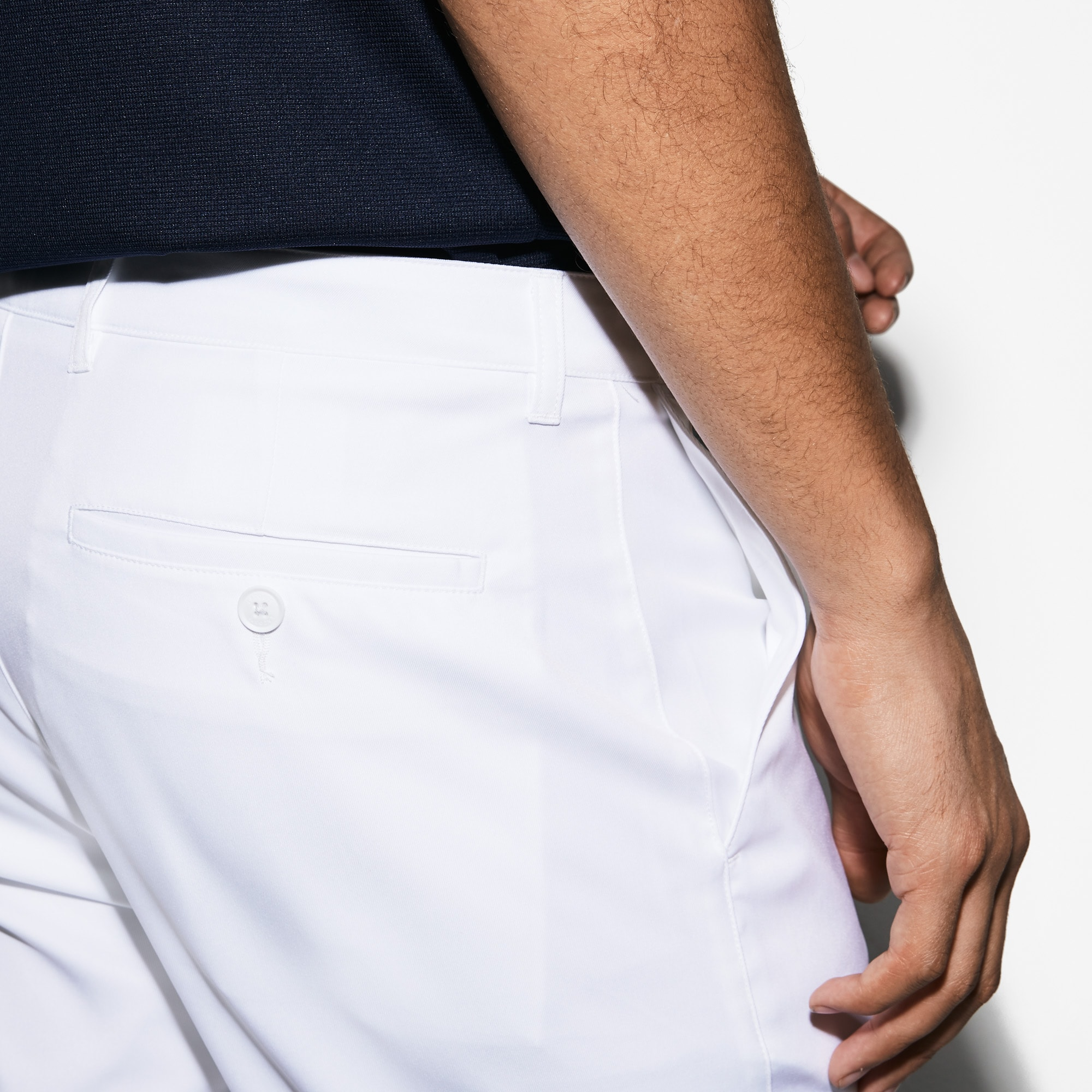 Pantalon chino Golf Lacoste SPORT en gabardine technique unie