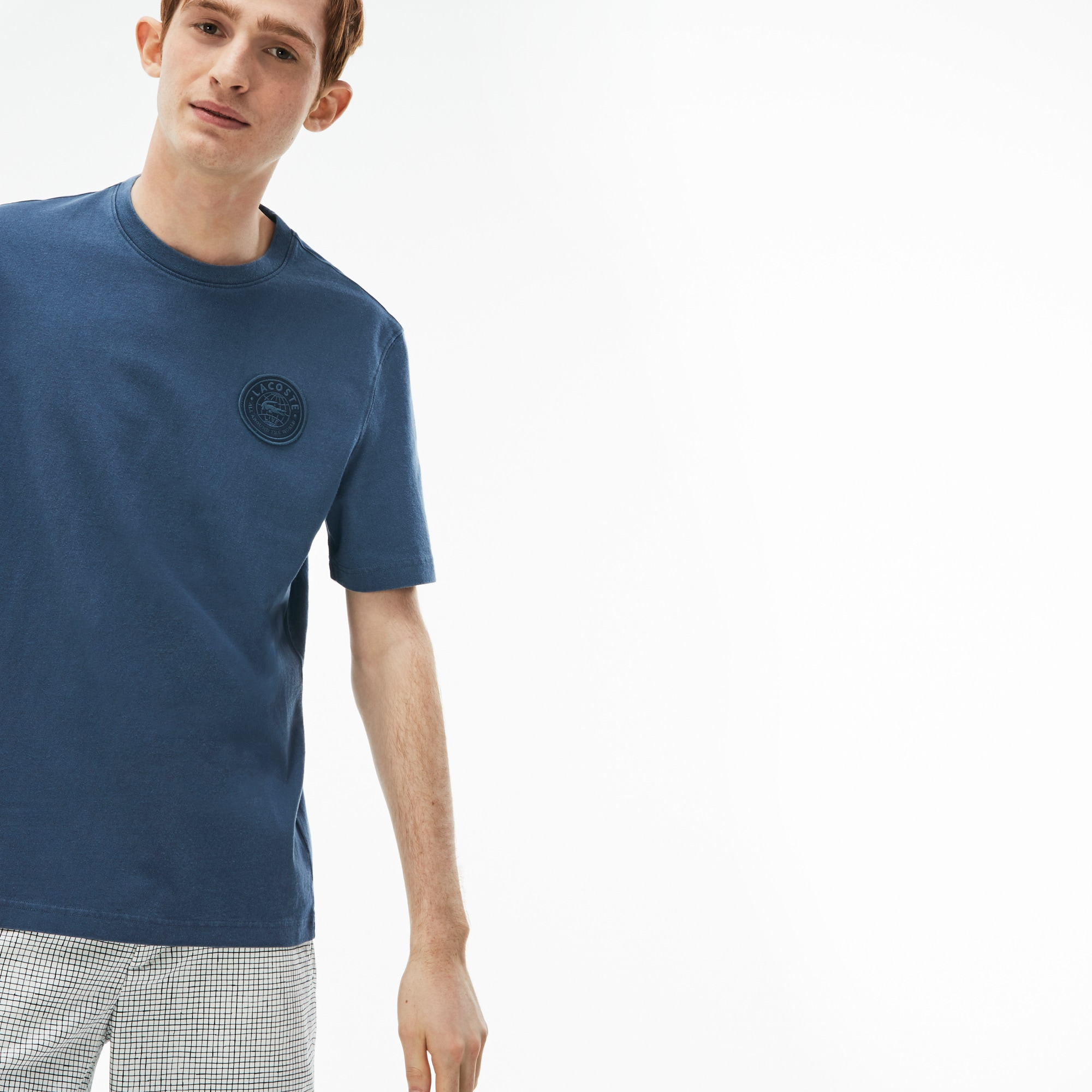 T-shirt a girocollo Lacoste LIVE in jersey délavé con badge