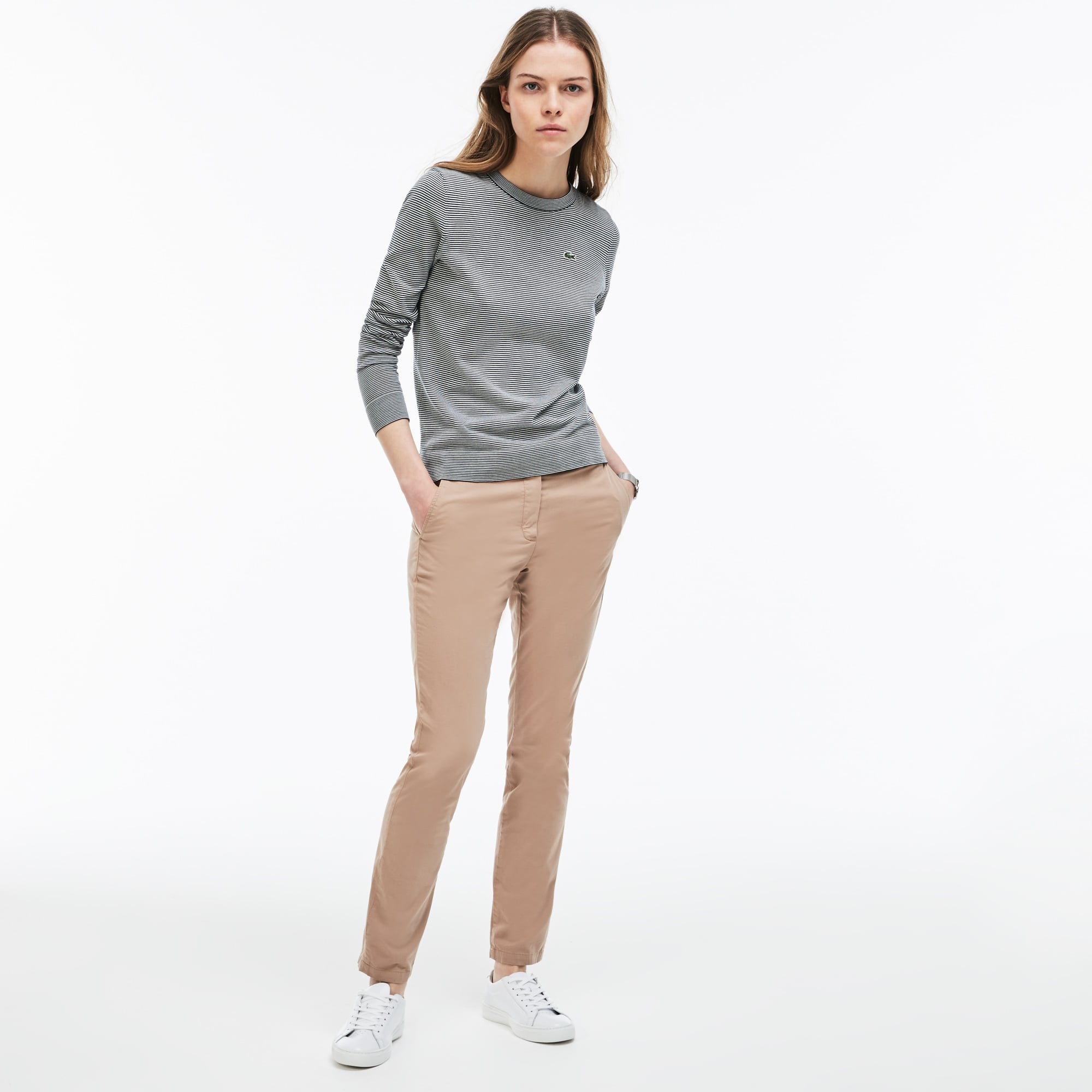 Pantaloni chino regular fit con pince in gabardine stretch tinta unita