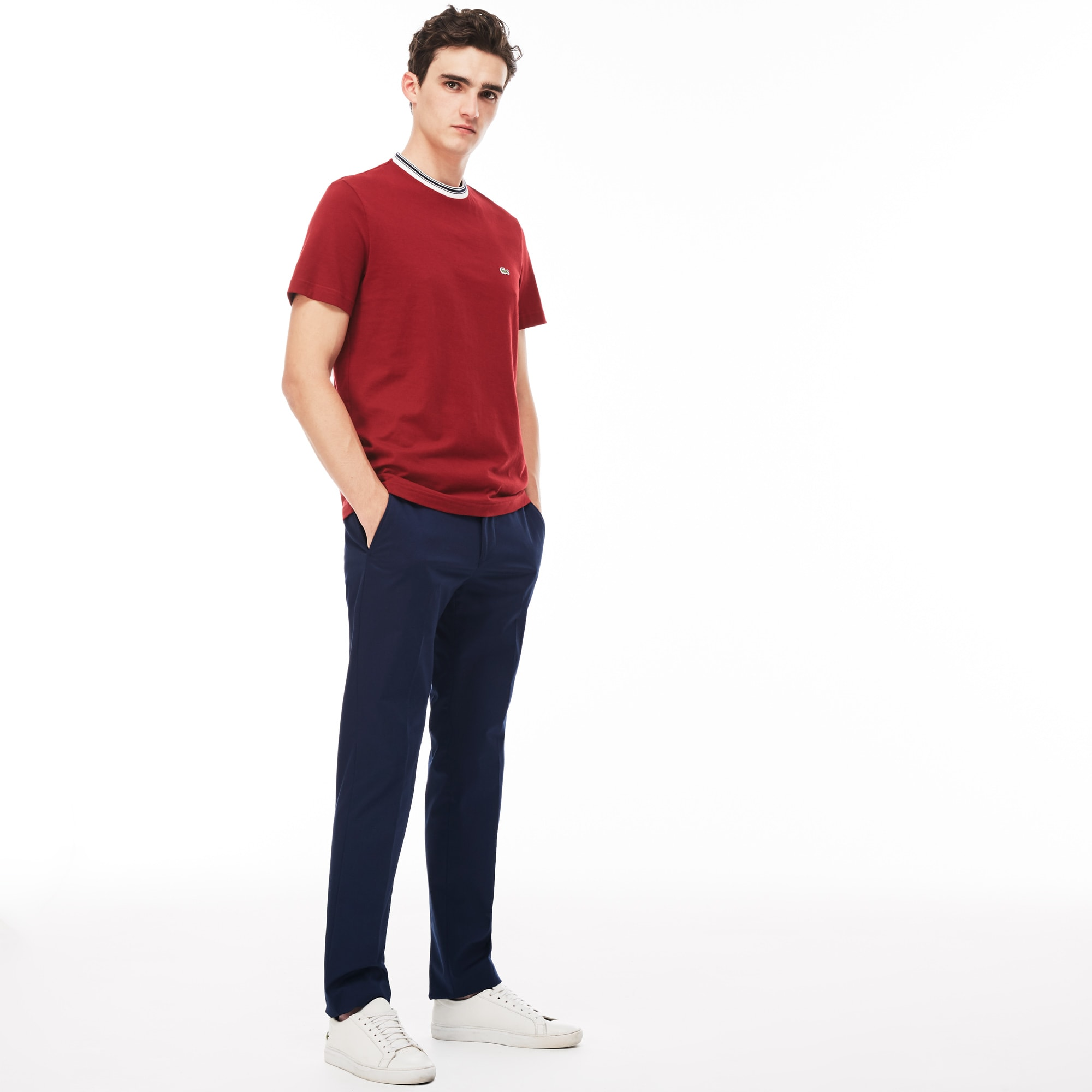 Pantaloni chino slim fit con pince in gabardine tinta unita