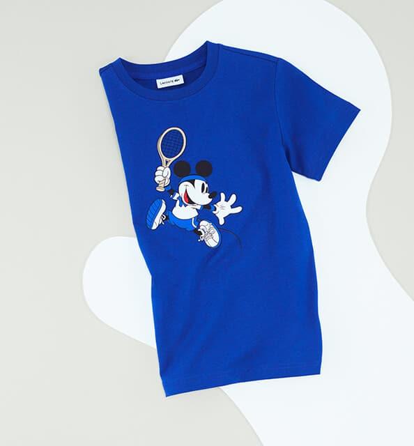 Muis in actie: de kleur en het comfort van een koningsblauw T-shirt.