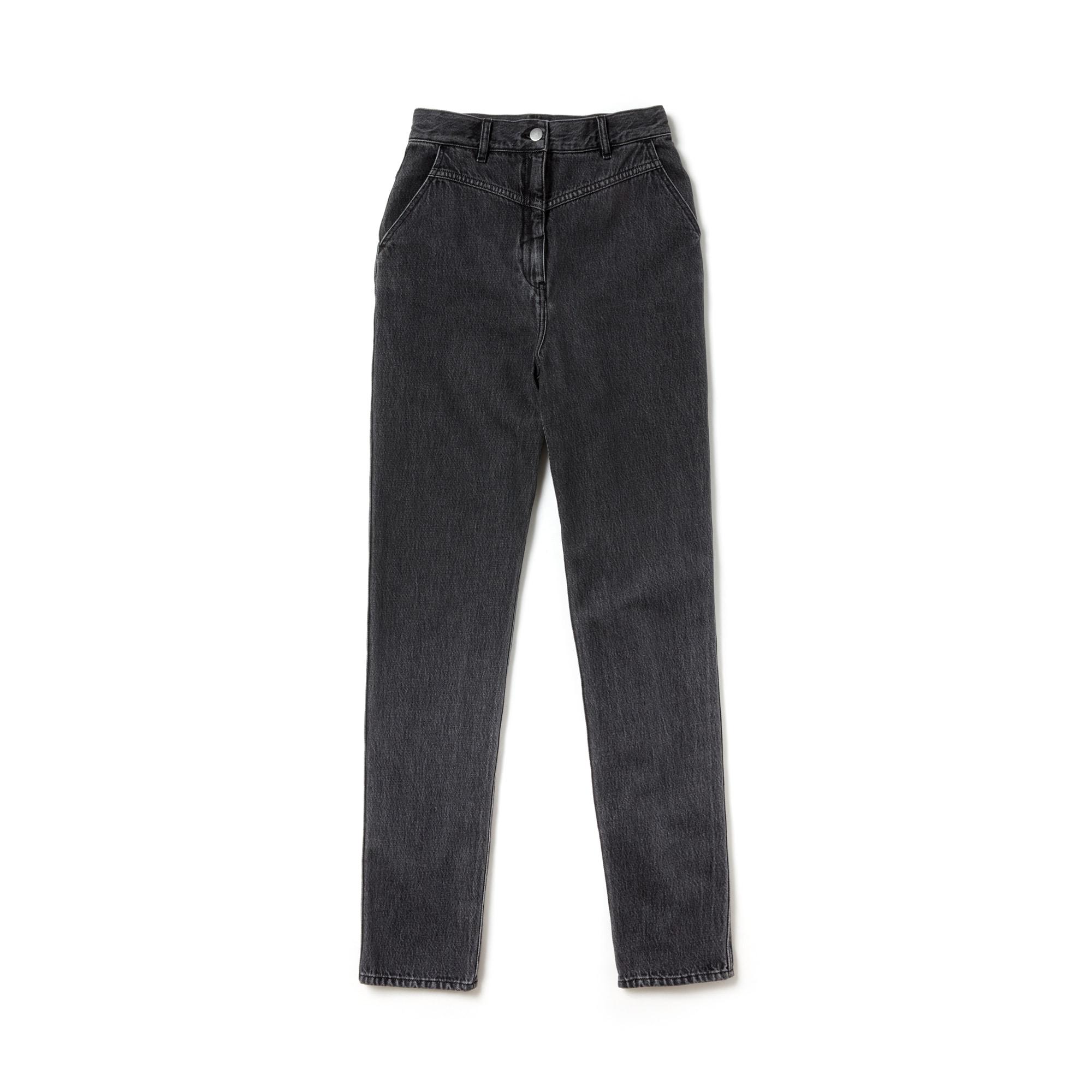 Jeans de cintura subida desbotadas do desfile para mulher