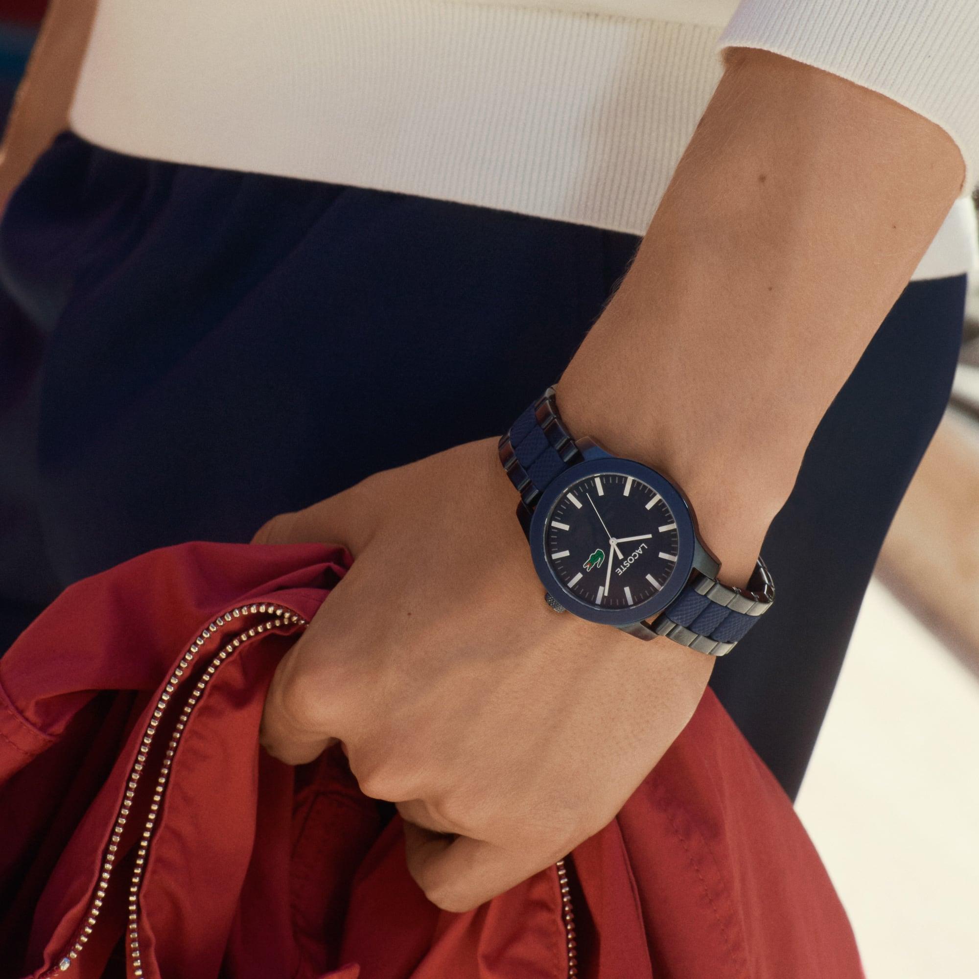 Relógio Lacoste 12.12 de homem com bracelete cromada em cinzento e silicone azul de dois materiais