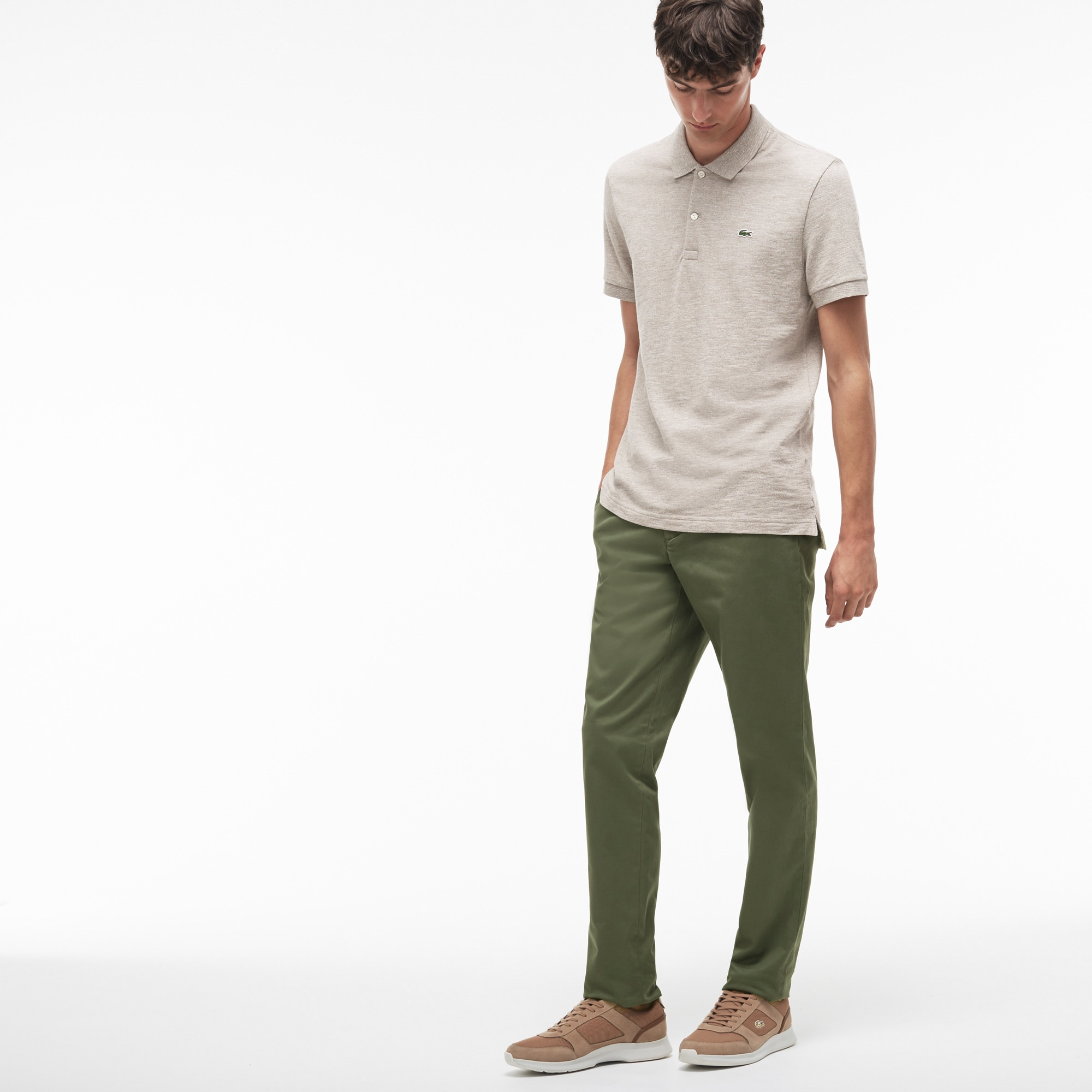 Calças chino slim fit em gabardina stretch unicolor