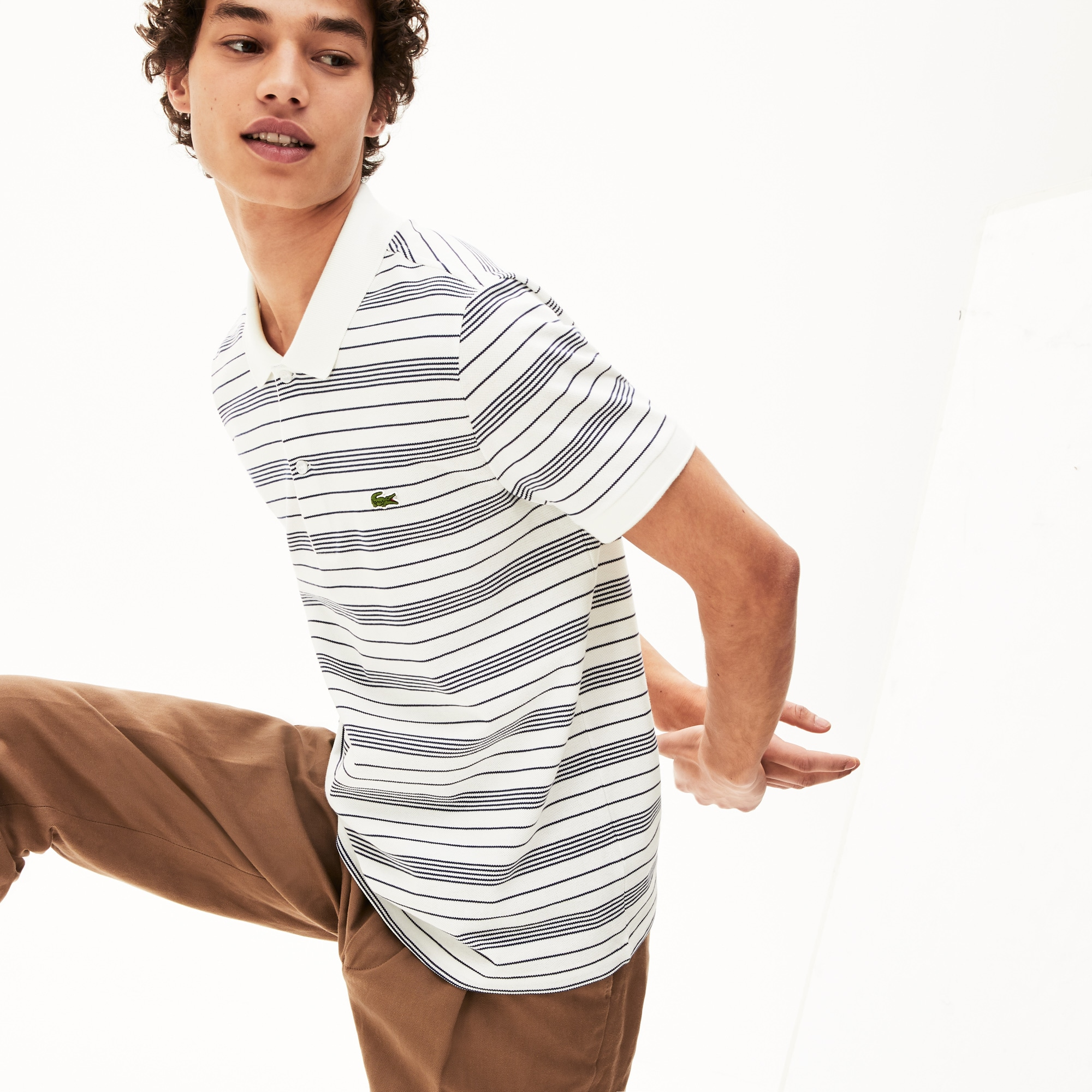 قميص بولو من قطن بيكيه المخطط بقصة عادية من Lacoste للرجال
