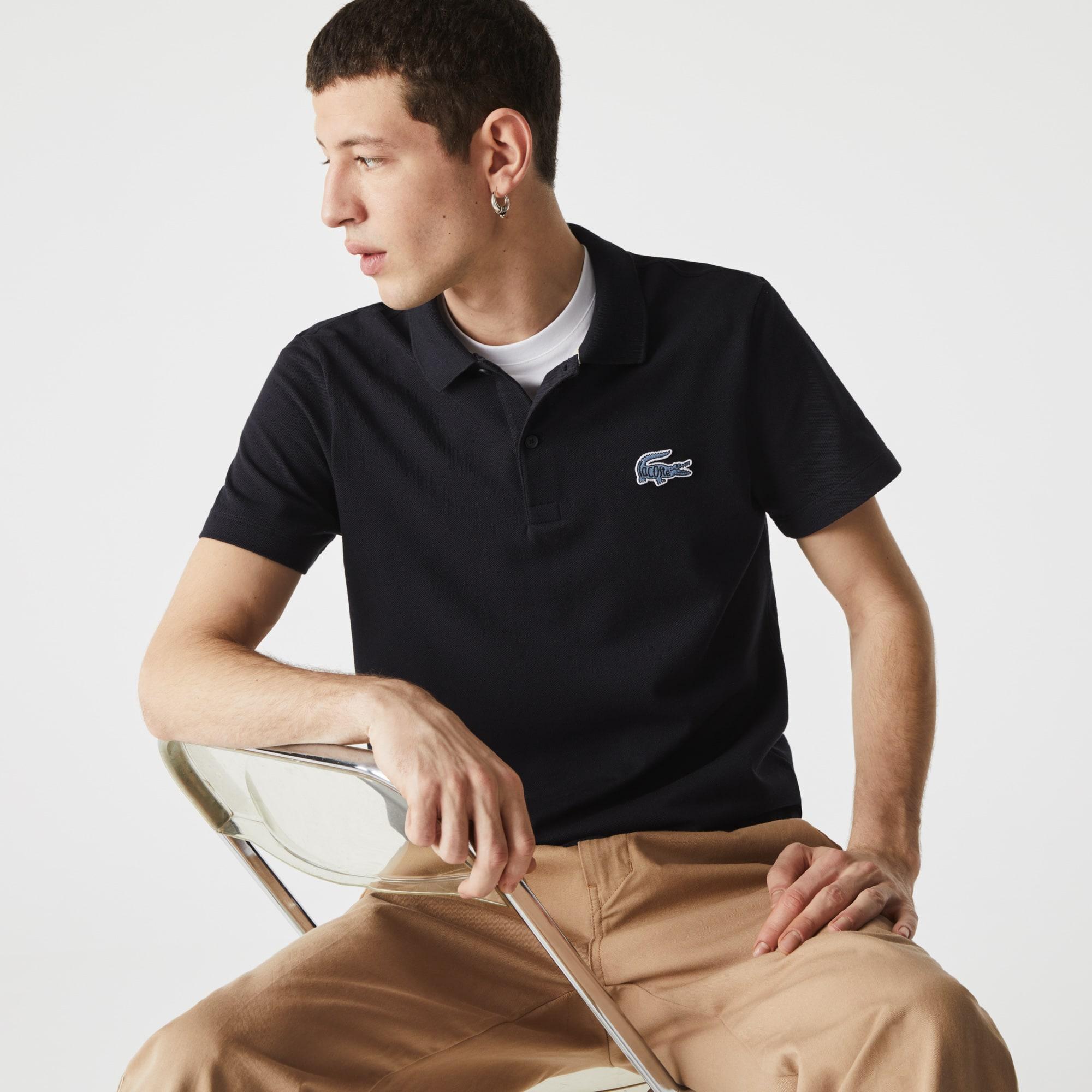 قميص بولو من بيكيه القطن للرجال بقصة عادية وشارة